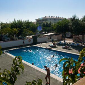 servicios autocaravanas - piscina - camping joncar mar